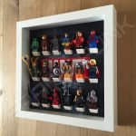 Marvel Steel White frame display with minifigures side view