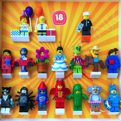 FRAMEPUNK display showing Lego Minifigures Series 18